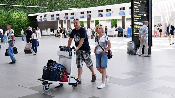 Пассажиры в Международном аэропорту Симферополь имени И. К. Айвазовского