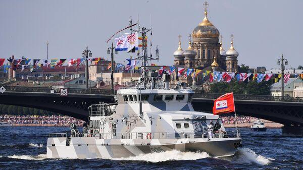 Противодиверсионный катер проекта Грачонок на главном военно-морском параде, посвященном Дню ВМФ в Санкт-Петербурге