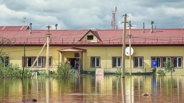 Затопленное здание школы в селе Норск в Селемджинском районе Амурской области