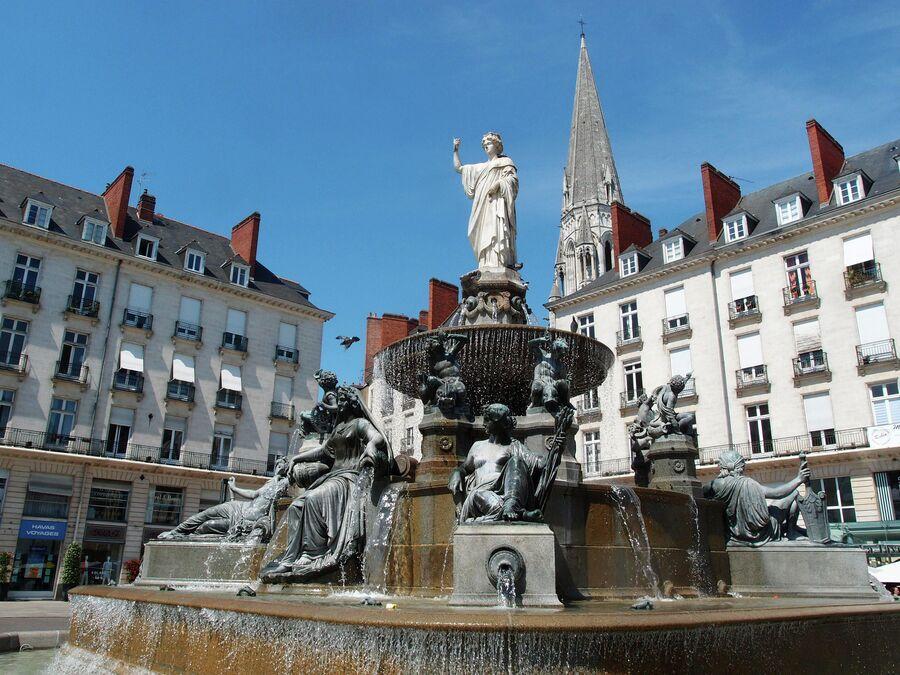 Королевская площадь, фонтан