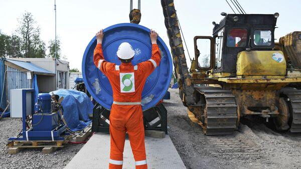Рабочий на участке строительства газопровода Северный поток — 2