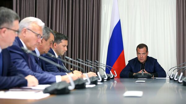 Председатель правительства России Дмитрий Медведев во время совещания по вопросам борьбы с лесными пожарами, затронувшими несколько регионов Сибири. 31 июля 2019