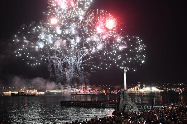 Салют в честь празднования Дня ВМФ в Севастополе