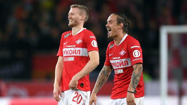 Футболисты Спартака Андре Шюррле (слева) и Андрей Ещенко