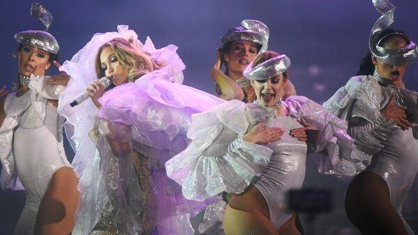 Американская певица Дженнифер Лопес выступает на концерте на стадионе ВТБ Арена