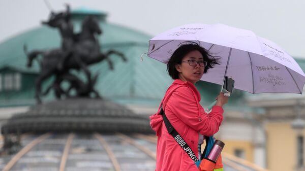 Иностранная туристка на Манежной площади