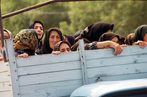 Беженцы на КПП у села Карамахи, Дагестан