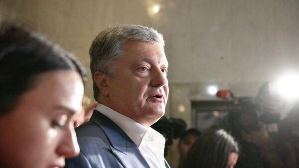 Экс-президент Украины Петр Порошенко после посещения Государственного бюро расследований Украины