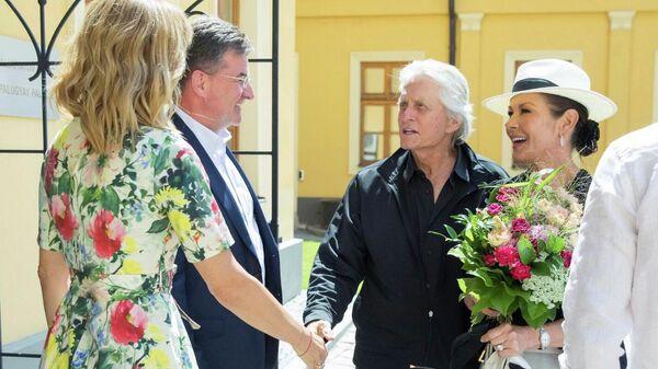 Актер Майкл Дуглас посетил МИД Словакии и встретился с его главой Мирославом Лайчаком