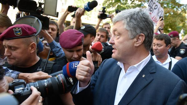 Адвокат Порошенко объяснил, почему он не придет в пятницу на допрос