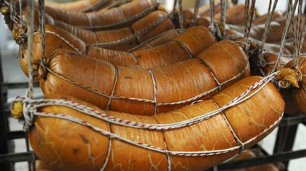 Вареная колбаса на мясоперерабатывающем комбинат