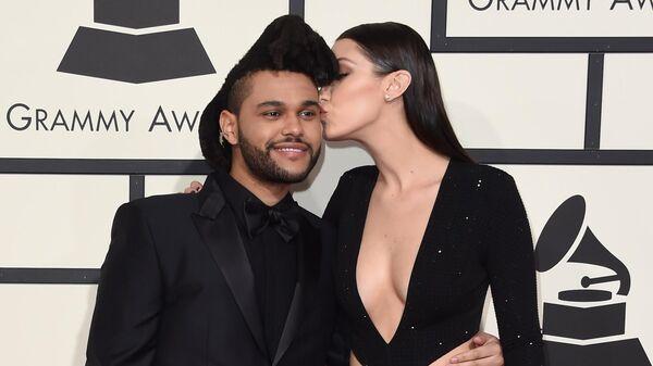 The Weekend и Белла Хадид на красной дорожке ежегодной премии Grammy music Awards в Лос-Анджелесе. 15 февраля 2016