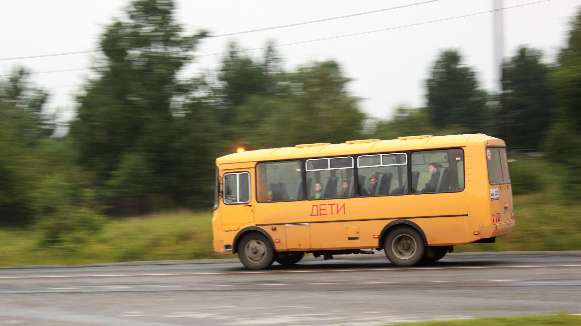 Автобус с детьми - РИА Новости, 1920, 12.06.2021