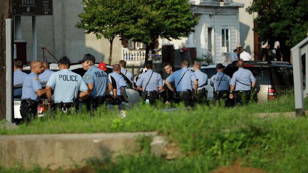 Полиция во время операции по задержанию наркоторговцев в Филадельфии, штат Пенсильвания. 14 августа 2019