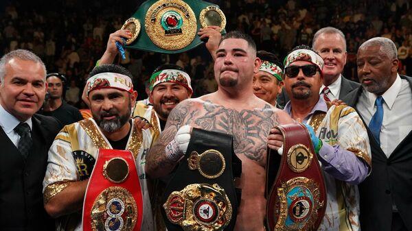 Американский боксер мексиканского происхождения Энди Руис