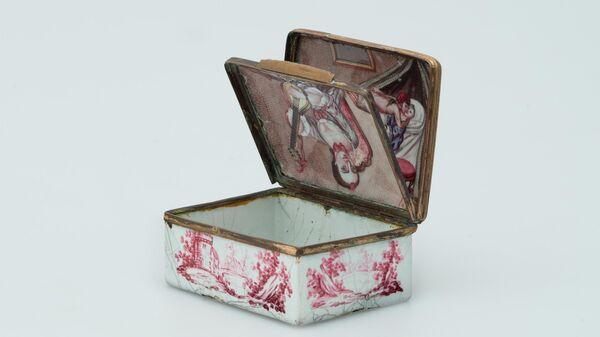 Табакерка с обманкой - потайной крышечкой Германия, середина XVIII в.