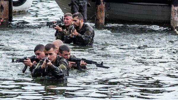 Американские и польские военнослужащие во время совместных учений в Гижицко, Польша