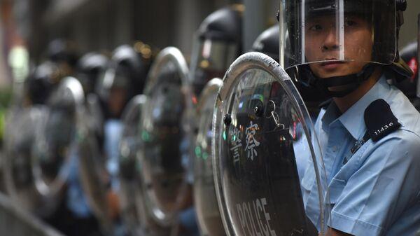 Полицейские во время акции протеста в Гонконге