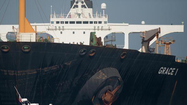 Нефтяной танкер Grace 1 остановленный в британской части Гибралтарского пролива