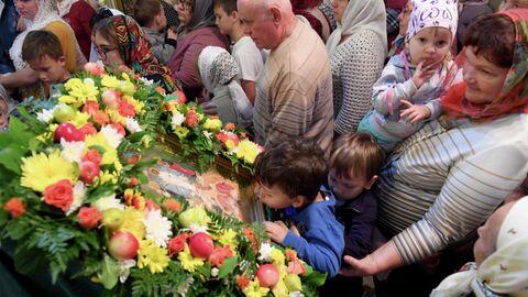 Верующие в храме Преображения господня в селе Большие Кабаны Лаишевского района республики Татарстан