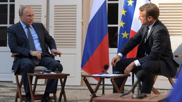 Путин и Макрон подробно обсудили отношения Москвы и Киева, заявили в Кремле