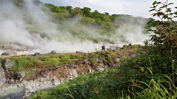 Река Кипящая у подножия вулкана Баранского на острове Итуруп