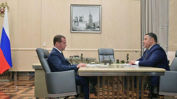 Премьер-министр РФ Д. Медведев встретился с губернатором Тверской области И. Руденей