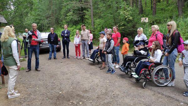 Добровольцы помогли оборудовать экотропу для маломобильных граждан