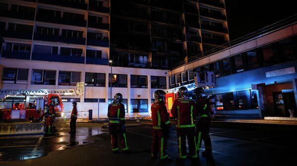 Пожар в десятиэтажном здании, расположенном рядом с больницей французского города Кретей. 22 августа 2019
