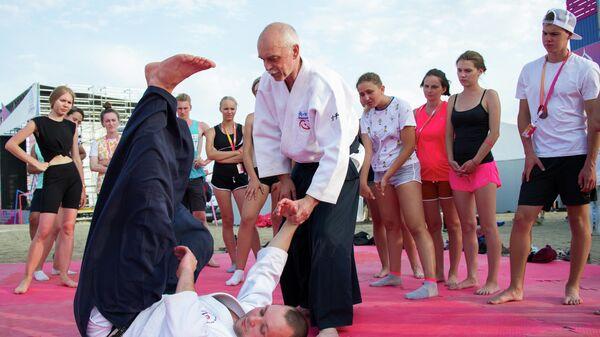 Мастер-класс Российского союза боевых искусств по карате-кёкусинкай в рамках фестиваля творческих сообществ Таврида-АРТ в бухте Капсель в Судаке