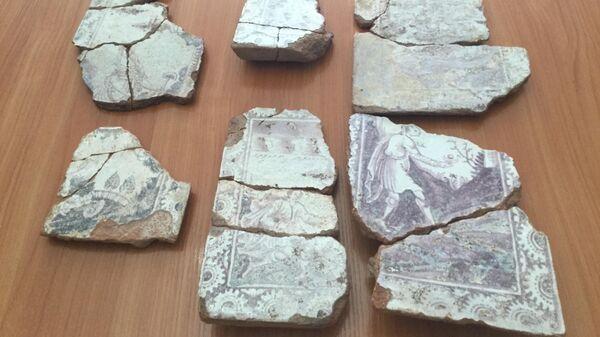 Фрагменты печных изразцов XVIII века, найденные в Москве