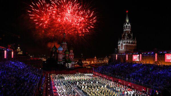 Торжественная церемония открытия XII Международного военно-музыкального фестиваля Спасская башня на Красной площади в Москве