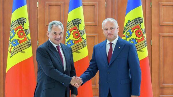 Президент Молдавии Игорь Додон во время встречи с министром обороны РФ Сергеем Шойгу