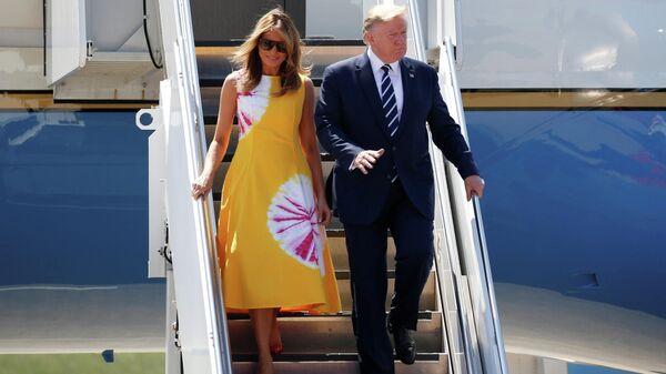 Президент США Дональд Трамп с супругой Меланьей перед началом саммита G7 в Биаррице