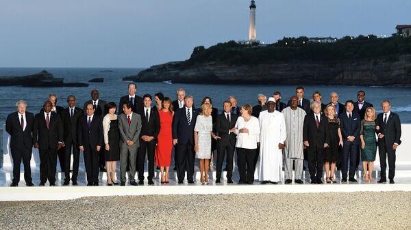 Церемония фотографирования участников и гостей саммита Большой семерки в Биаррице, Франция