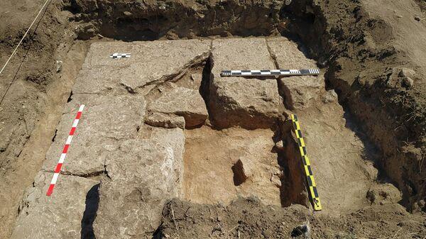 Башня античного времени, найденная в Западном Крыму участниками Донузлавской археологической экспедиции
