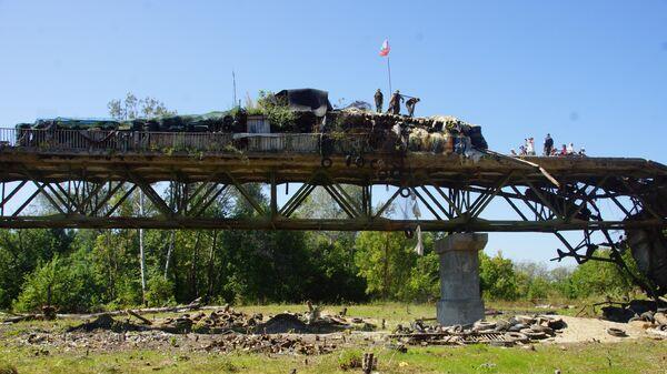 Вид на мост у КПП Станица Луганская