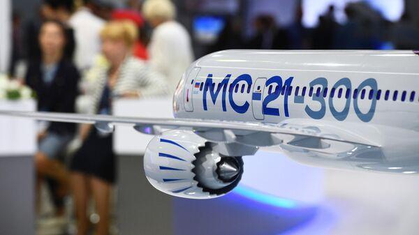 Макет российского среднемагистрального узкофюзеляжного пассажирского самолёта МС-21-300, представленный на Международном авиационно-космическом салоне МАКС-2019