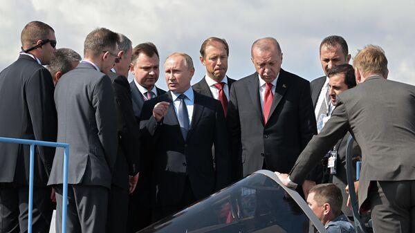 Президент РФ Владимир Путин и президент Турции Реджеп Тайип Эрдоган на открытии Международного авиакосмического салона МАКС-2019