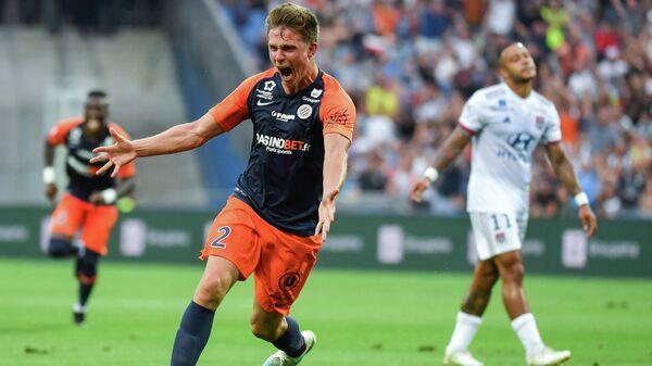 Защитник Монпелье Арно Суке радуется забитому мячу в ворота Лиона