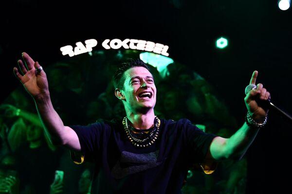 Арт-директор фестиваля, российский рэпер Павел Кравцов (Кравц) выступает на фестивале Rap Koktebel в Крыму