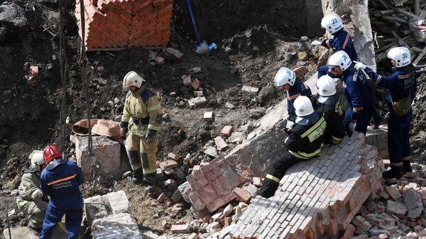 В Новосибирске на рабочих обрушилась стена строящегося здания