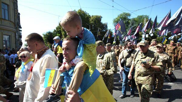 Участники Марша защитников Украины в Киеве