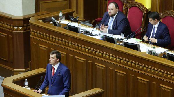 Кандидат на пост премьер-министра Украины Алексей Гончарук на первом заседании девятого созыва Верховной рады