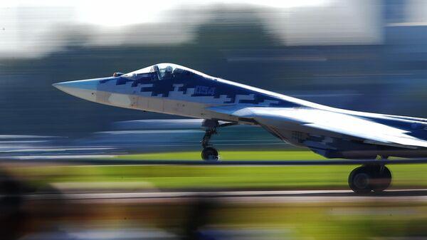 Российский многофункциональный истребитель пятого поколения Су-57 на Международном авиационно-космическом салоне МАКС-2019