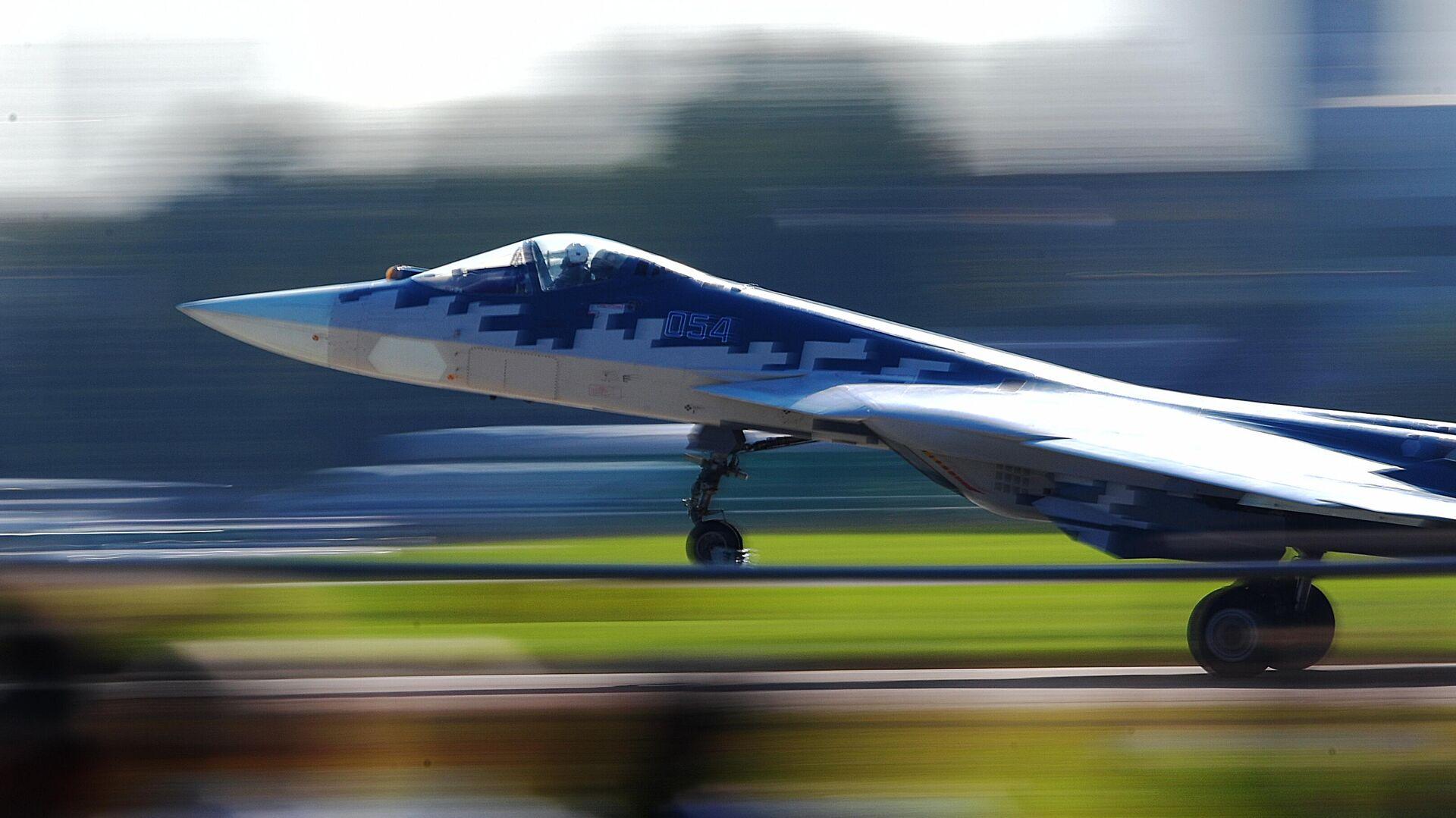 Российский многофункциональный истребитель пятого поколения Су-57 на Международном авиационно-космическом салоне МАКС-2019  - РИА Новости, 1920, 19.07.2021