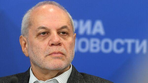 Уполномоченный по правам ребенка в городе Москве Евгений Бунимович