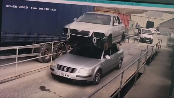 Британца оштрафовали за перевозку автомобиля