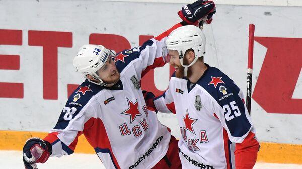 Максим Шалунов и Михаил Григоренко (справа)