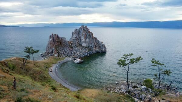 Мыс Бурхан, скала Шаманка на острове Ольхон в Иркутской области